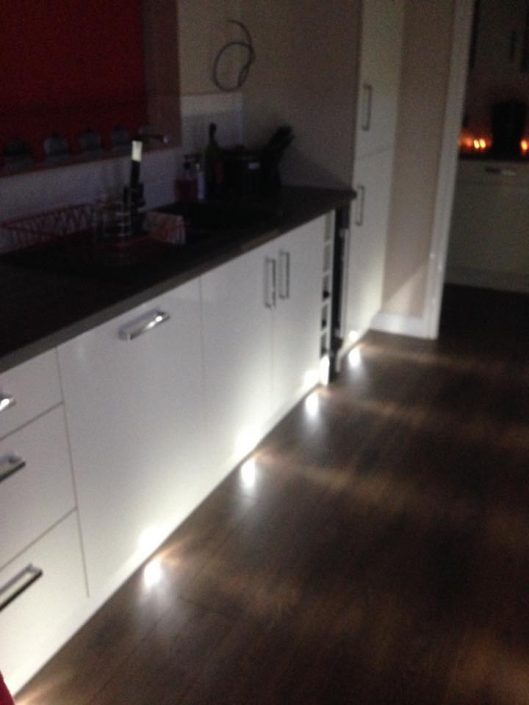 gloss kitchen and lighting